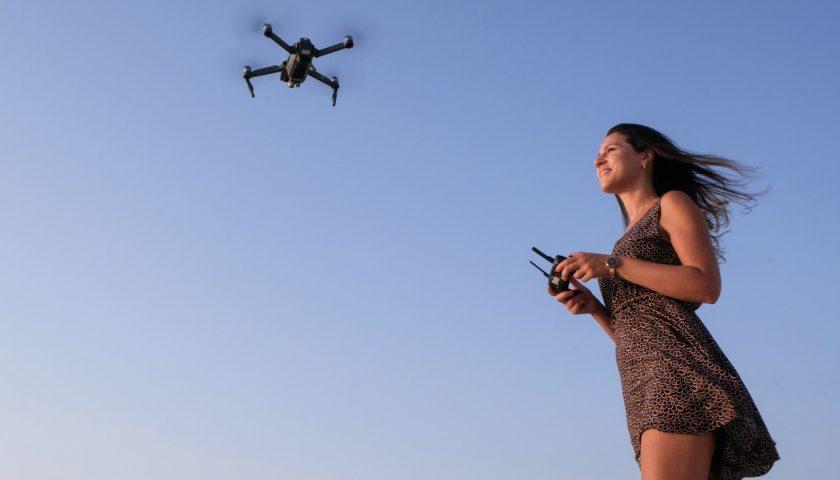 Une pilote de drone